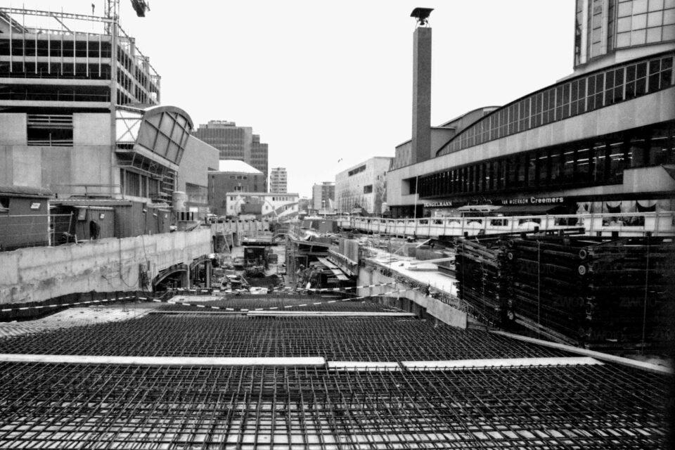 Rotterdam zwart wit foto van ©ZwartWit010. Koopgoot in aanbouw. Beurstraverse