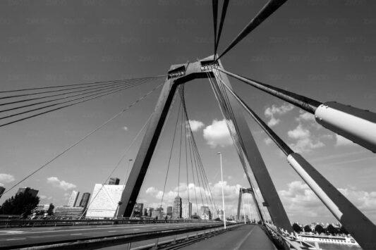 Rotterdam zwart wit foto van ©ZwartWit010. Willemsbrug