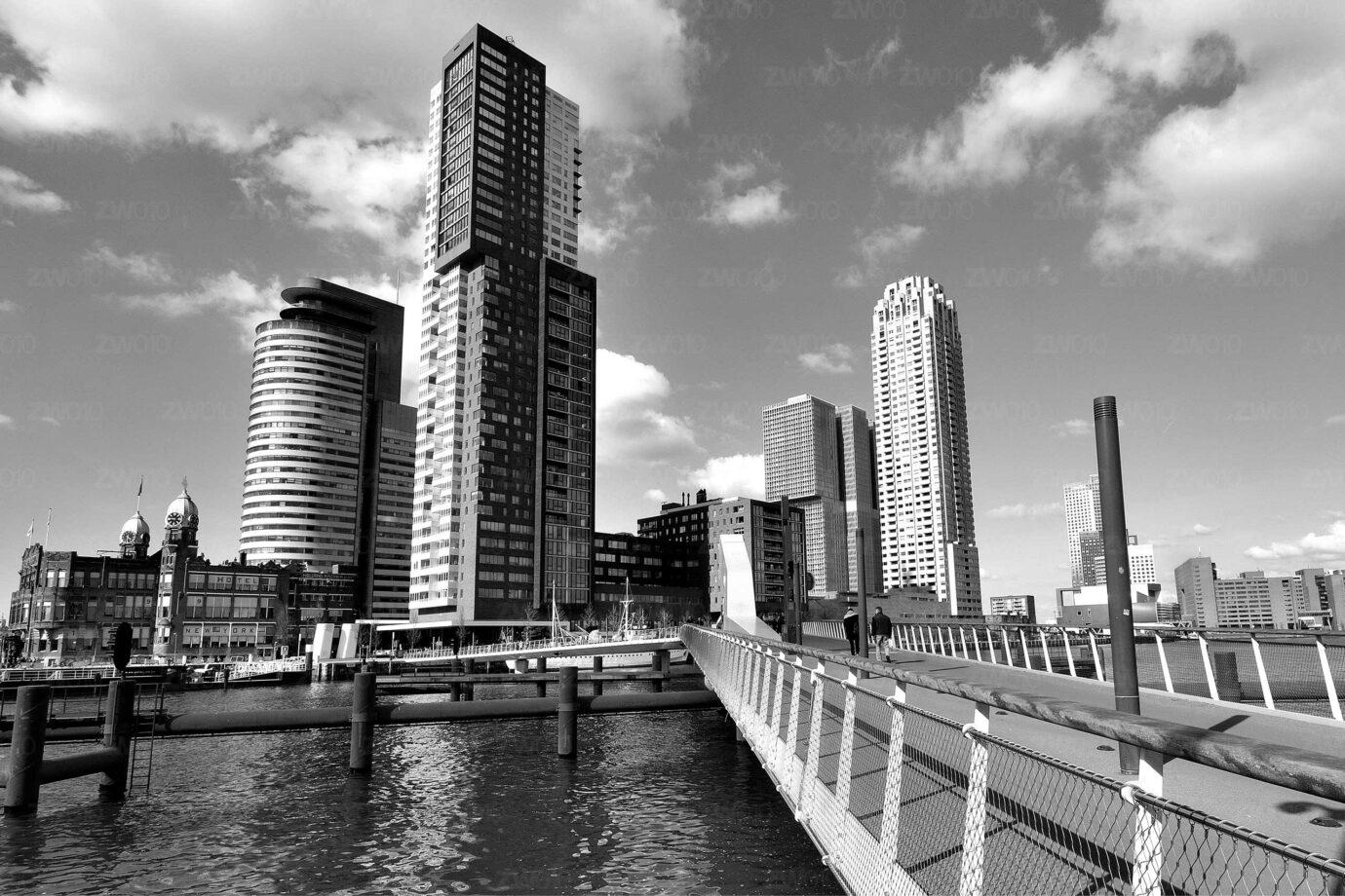 Rotterdam zwart wit foto van ©ZwartZwit010. Rijnhavenbrug, Montevideo, New Orleans