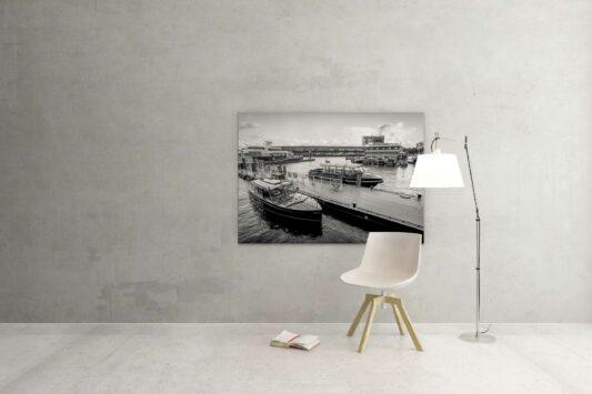 Rotterdam zwart wit foto van ©ZwartZwit010. Watertaxi Rotterdam