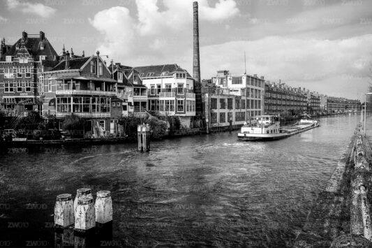Rotterdam zwart wit foto van ©ZwartWit010. Fabriek aan de Schie