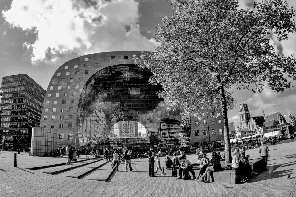 Rotterdam zwart wit foto van ©ZwartWit010. Markthal Rotterdam