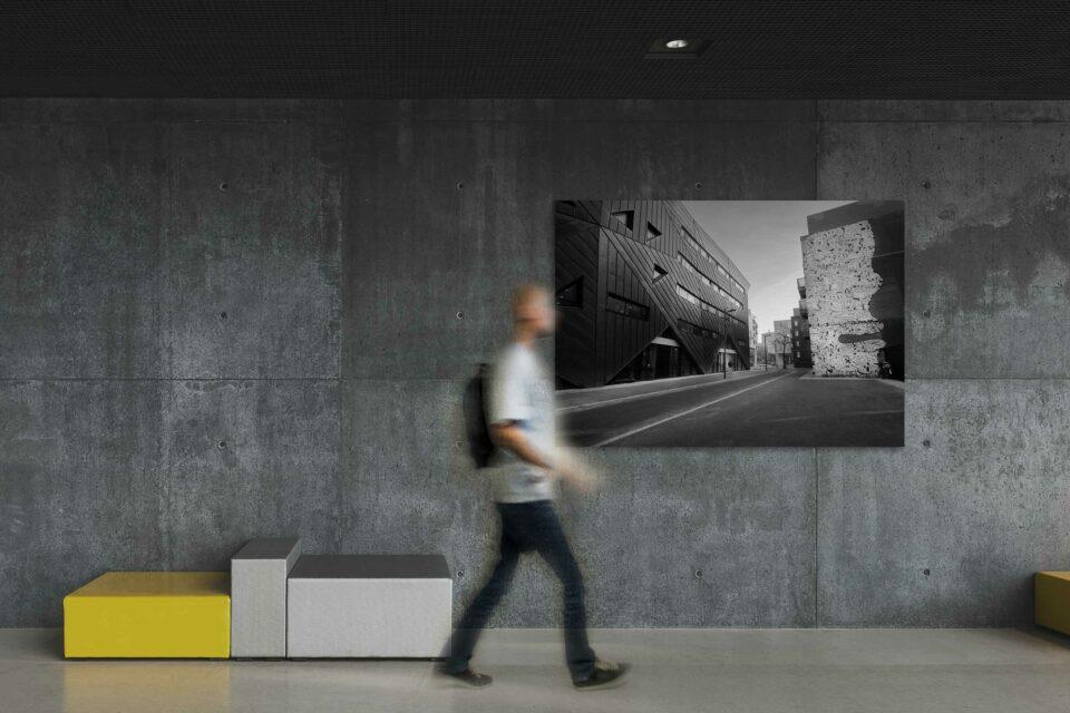 Rotterdam zwart wit foto van ©ZwartWit010 Stationsplein Rotterdam Pauluskerk