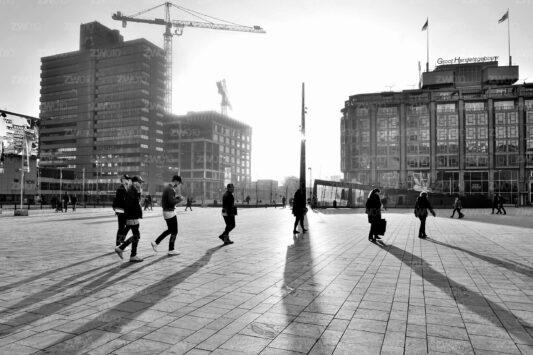 Rotterdam zwart wit foto van ©ZwartWit010. Stationsplein