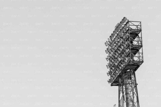 Rotterdam zwart wit foto van ©ZwartWit010. Feyenoord Stadion Lichtmast De Kuip