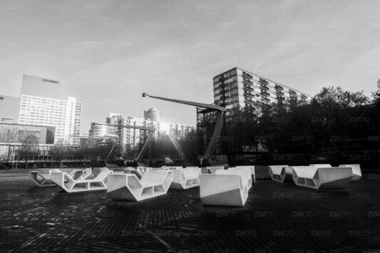 Rotterdam zwart wit foto van ©ZwartWit010 Stationsplein Rotterdam Schouwburgplein