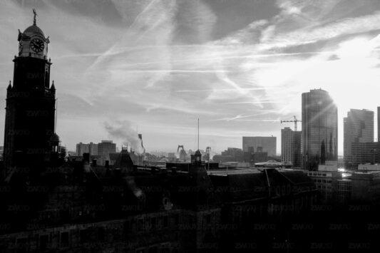Rotterdam zwart wit foto van ©ZwartWit010. Stadhuis Rotterdam Skyline