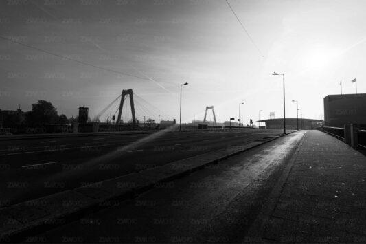 Rotterdam zwart wit foto van ©ZwartWit010 Willemsbrug